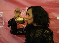 CAMBRIDGE, MA - JANUARY 28: Kerry Washington poses with the Hasty Pudding Woman of the Year Award (Photos by Darren McCollester/Getty Images for Hasty Pudding)